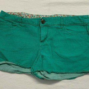 Pants - Firefly Women's Green Cut Off Shorts Size 6